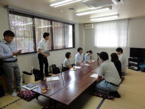奥の5名が取材に来てくださった上田市の職安のみなさま、手前の3名が当社社員です。